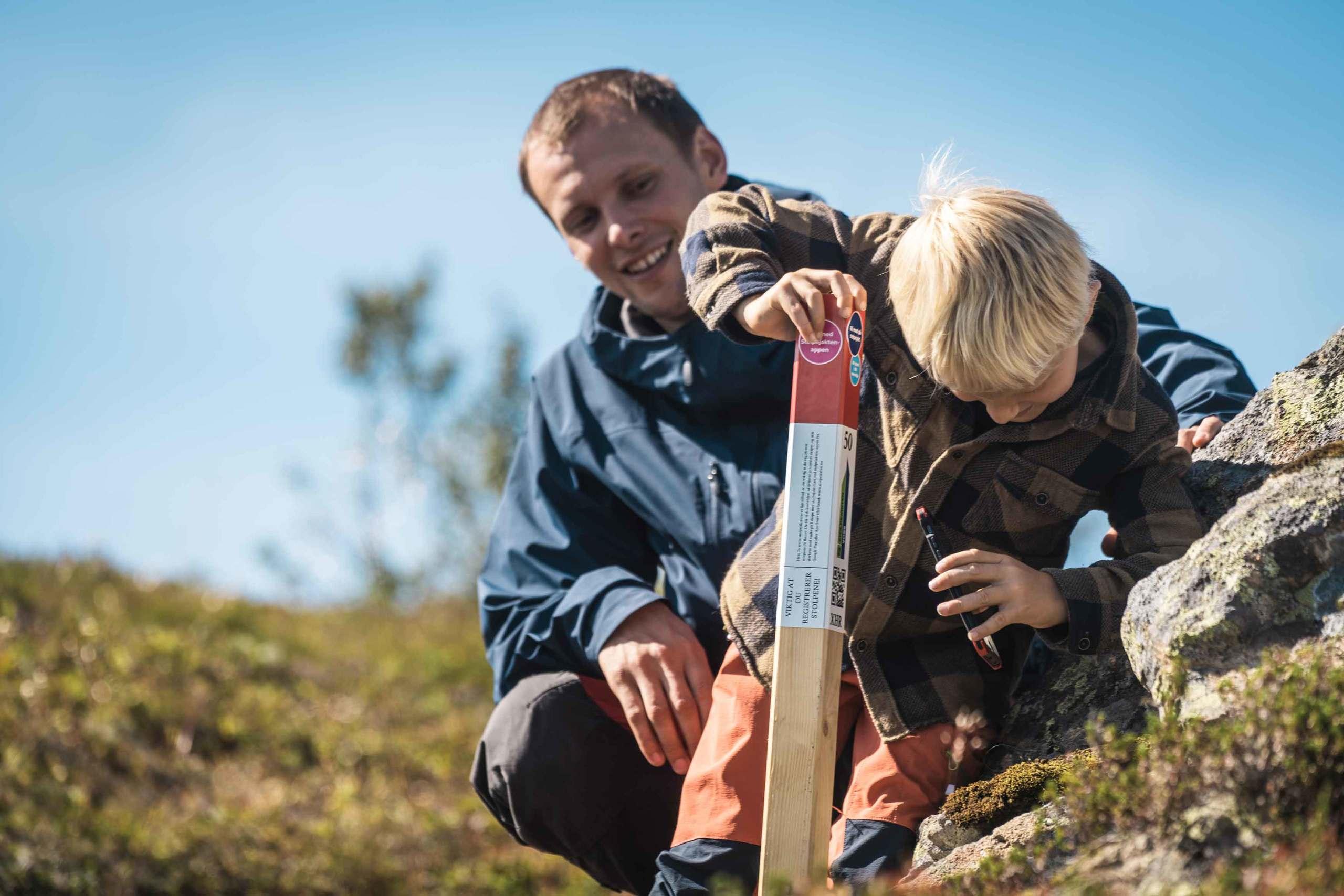Stolpejakt på Hanguren. Kjekt for heile familien! Foto: Jon Hunnålvatn Tøn
