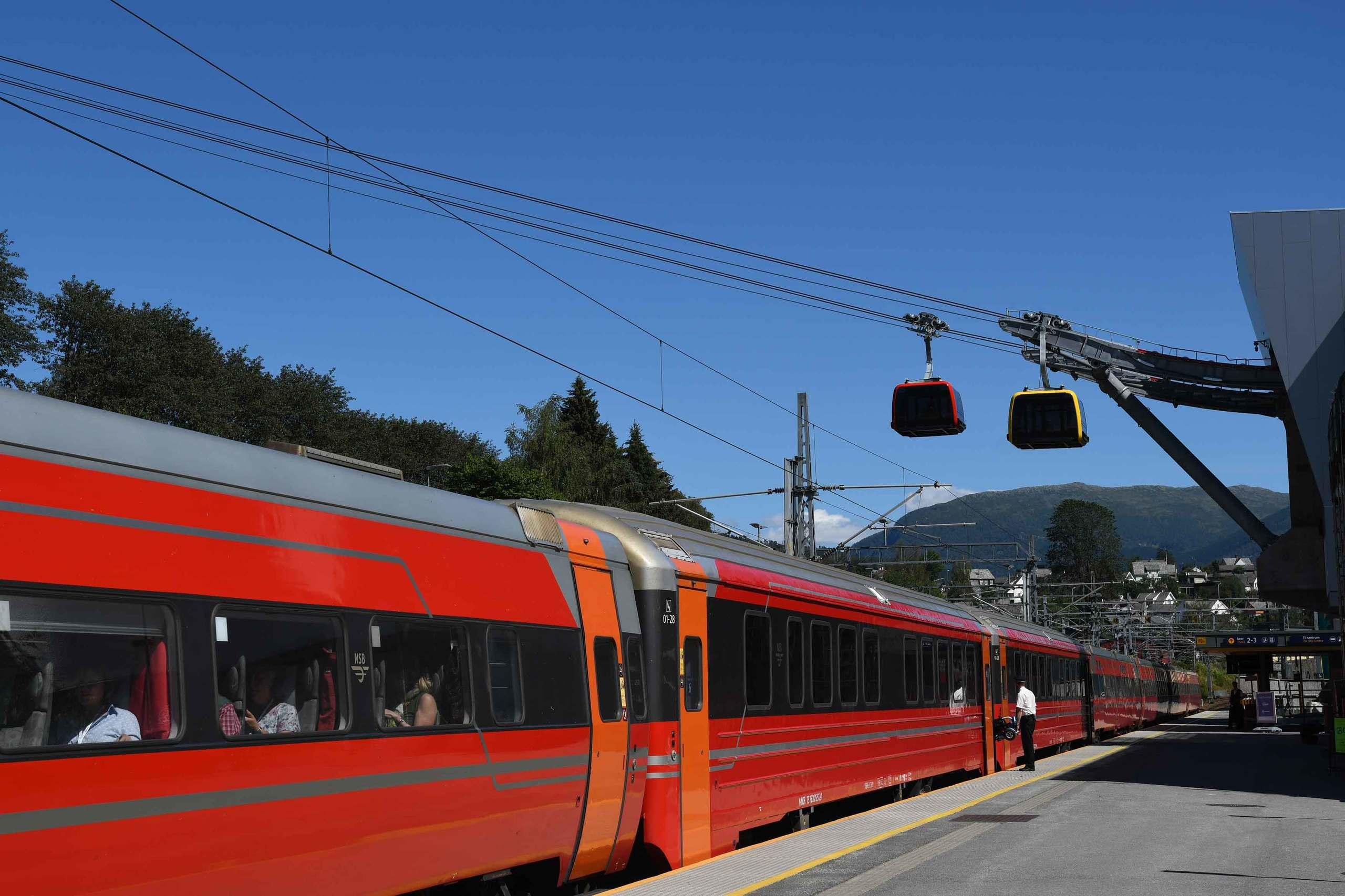Ta toget til Voss og ta gondolen rett til fjells! Foto: Lukas Oettli