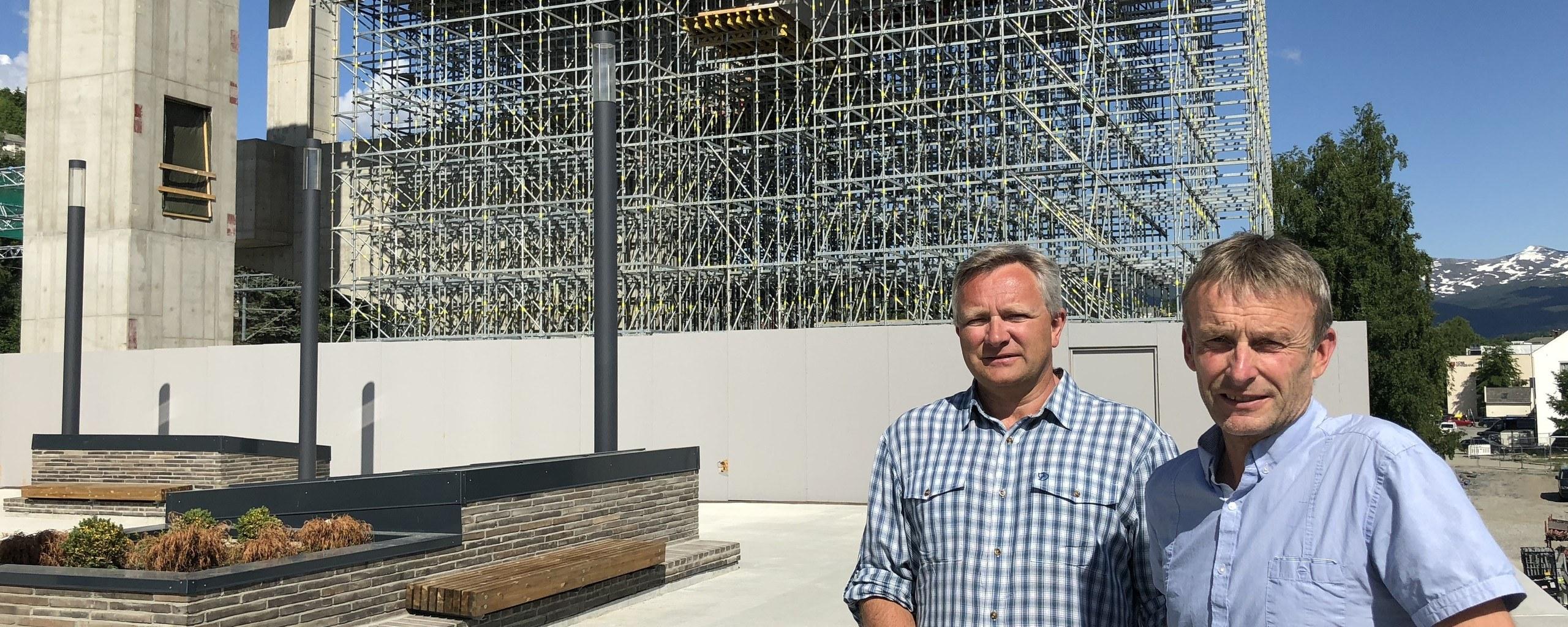 Managing Director in Voss Resort, Sigbjørn Slåtten and CEO in Voss Resort, Øyvind Wæhle, at the lower station